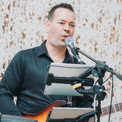 Kovács Attila - ének, gitár, midi hangszerek
